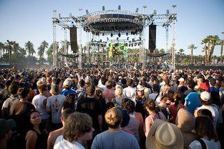 Coachella-crowd-back